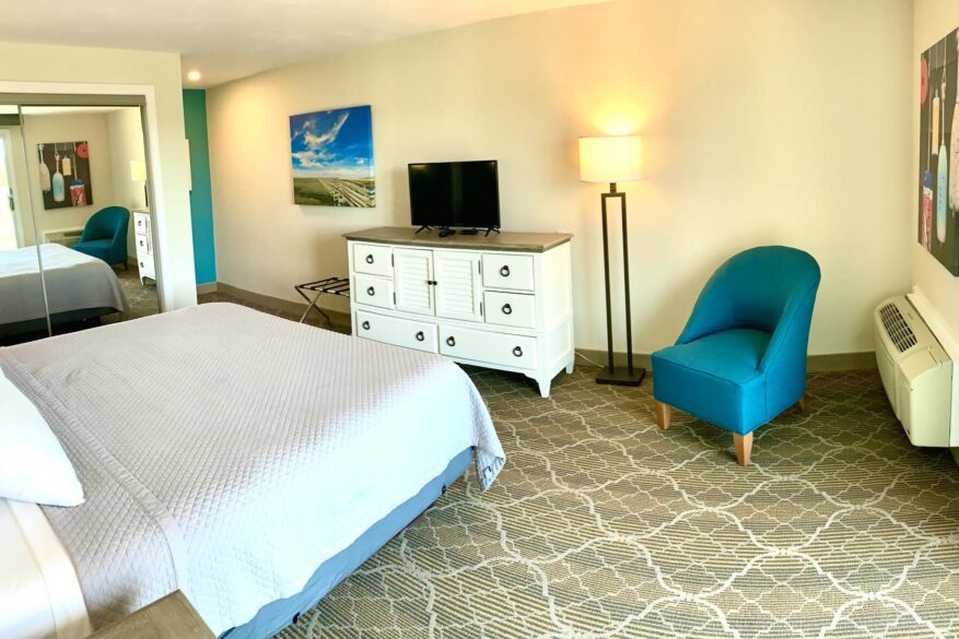 Bedroom with King size bed, Tv and Accent Chair